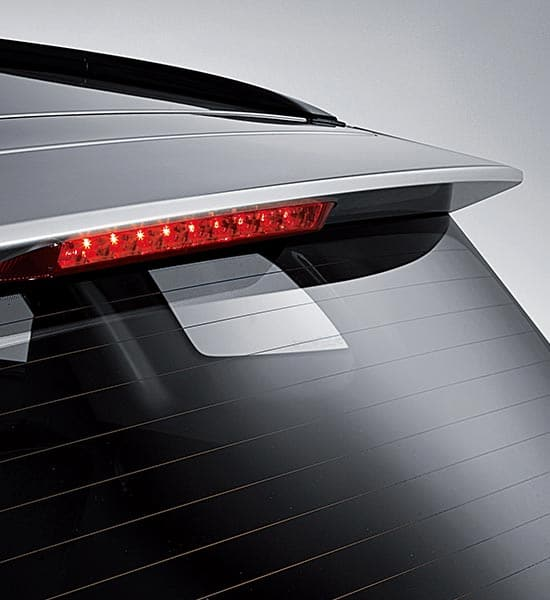 Rear spoiler / high-mounted stop lamp